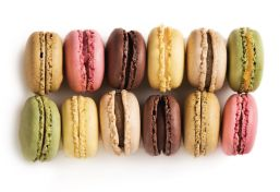 12 Classic French Macarons